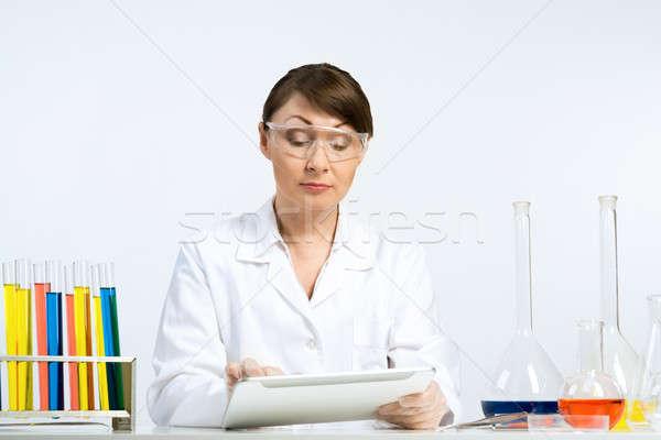 Génmanipulált csekk vonzó nő tudós készít étel Stock fotó © adam121