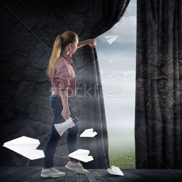 Stockfoto: Jonge · vrouw · gordijn · naar · wolken · afbeelding · vliegen