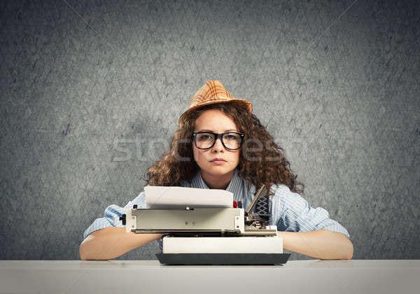 Ragazza scrittore giovani bella digitando macchina Foto d'archivio © adam121