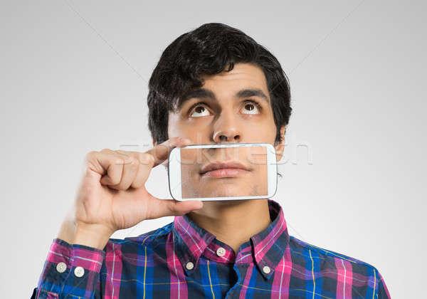 Férfi mobiltelefon fiatalember tart okostelefon mosoly Stock fotó © adam121