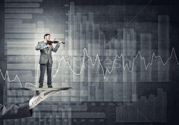 üzletember fém tálca játszik hegedű grafikonok Stock fotó © adam121
