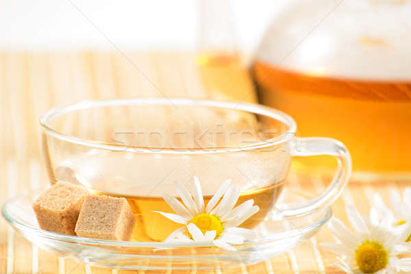Zdjęcia stock: Filiżanka · do · herbaty · rumianek · herbaty · czajniczek · medycznych