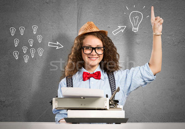 Kobieta pisarz młodych pretty woman wpisując maszyny Zdjęcia stock © adam121
