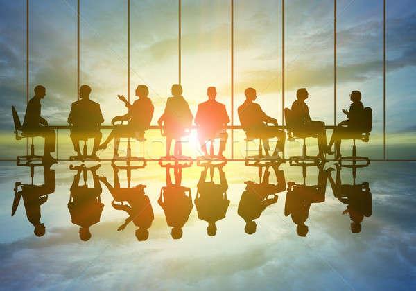 Reunião de negócios silhuetas grupo pessoas de negócios pôr do sol mulheres Foto stock © adam121