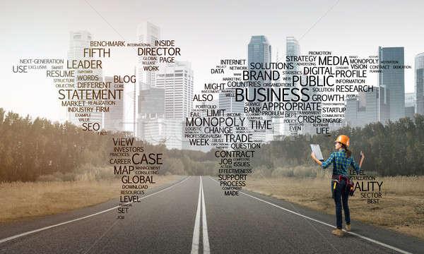 Routes connecter monde Homme travailleur de la construction route Photo stock © adam121