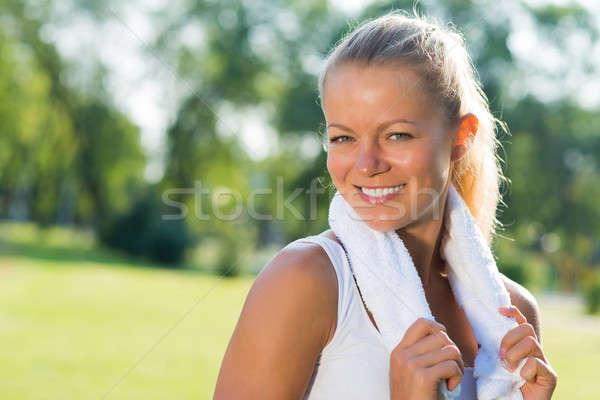 Mujer atractiva blanco toalla jóvenes alrededor cuello Foto stock © adam121