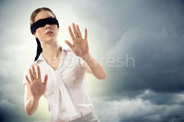 Jonge geblinddoekt vrouw kan niet vinden Stockfoto © adam121