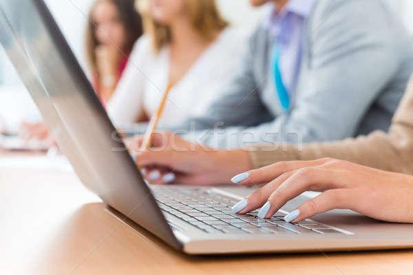 クローズアップ 女性 手 ノートパソコンのキーボード 学生 聞く ストックフォト © adam121