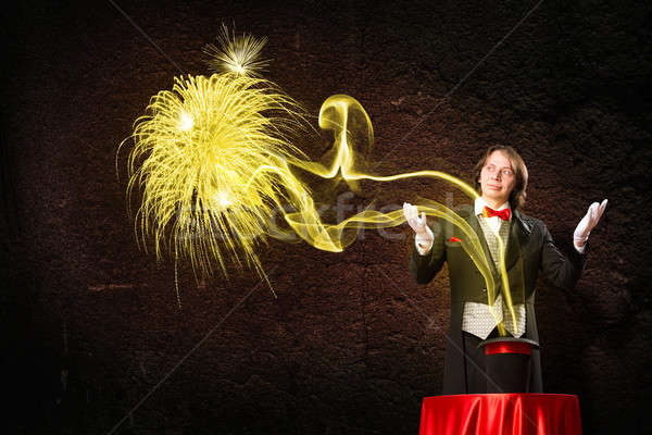 Magicien magie sur chapeau Photo stock © adam121