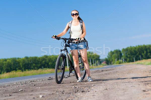 Rower młodych pretty woman plecak spaceru odkryty Zdjęcia stock © adam121