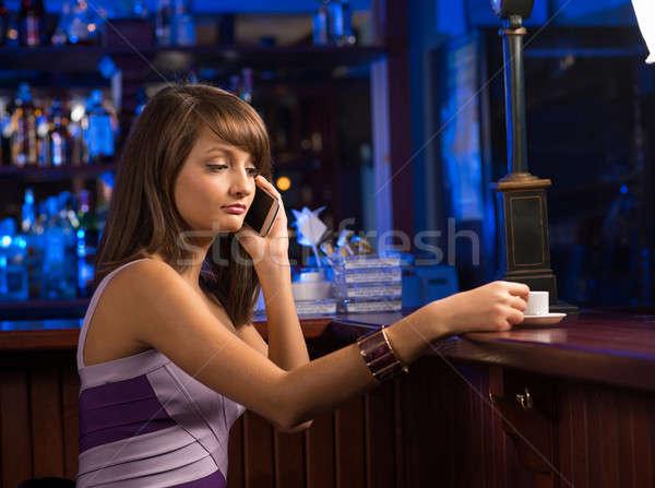 Kobieta kubek kawy komórka portret młoda kobieta Zdjęcia stock © adam121