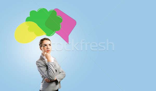 Foto stock: Mujer · pensando · algo · jóvenes · mujer · de · negocios