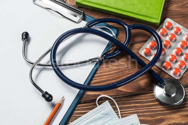Escritorio médico medicina cosas médicos mesa de madera Foto stock © adam121