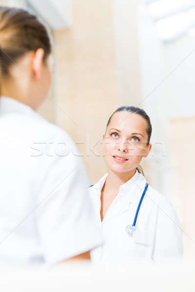 Kettő orvosok beszél lobbi kórház mosoly Stock fotó © adam121