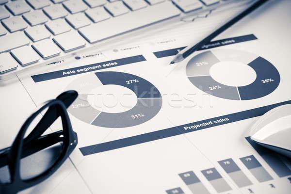 Stockfoto: Gemiddelde · verkoop · verslag · business · werkplek · toetsenbord