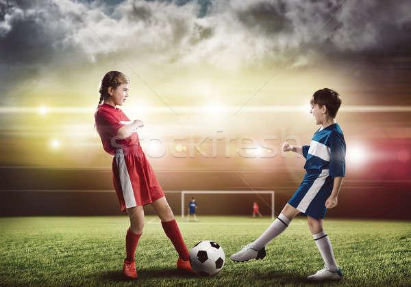 Foto stock: Partido · de · fútbol · dos · adolescentes · escuela · edad · jugando