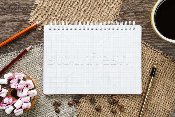 Kávészünet falatozó kinyitott jegyzettömb csésze kávé Stock fotó © adam121