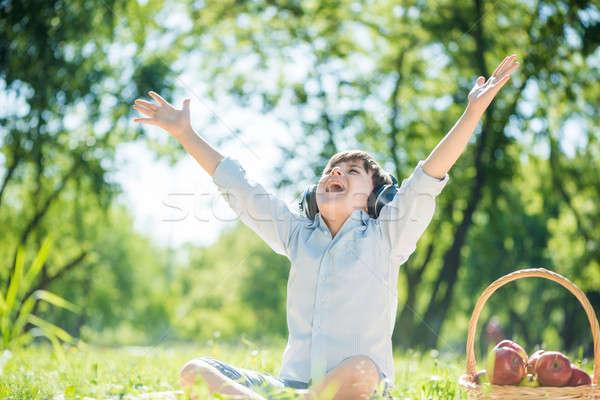 Fiú élvezi zene fiatal örömteli nyár Stock fotó © adam121