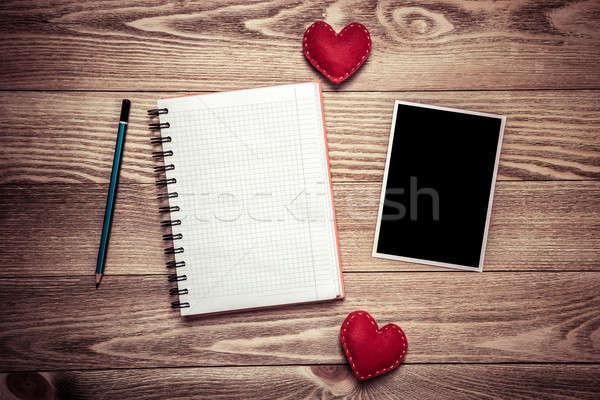 Iscritto amore messaggio photo frame notepad tavolo in legno Foto d'archivio © adam121