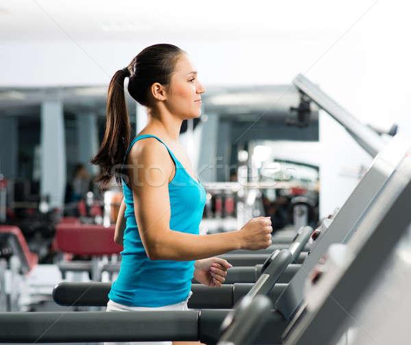 Aantrekkelijk jonge vrouw tredmolen verloofd fitness sport Stockfoto © adam121