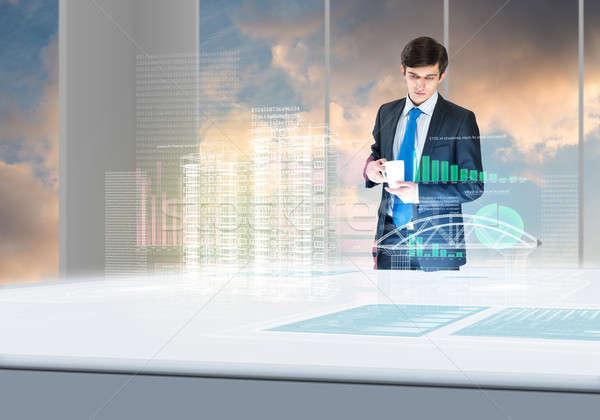Młodych biznesmen patrząc hologram Zdjęcia stock © adam121