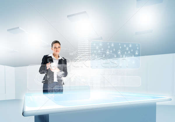 инновационный деловая женщина глядя СМИ голограмма Сток-фото © adam121