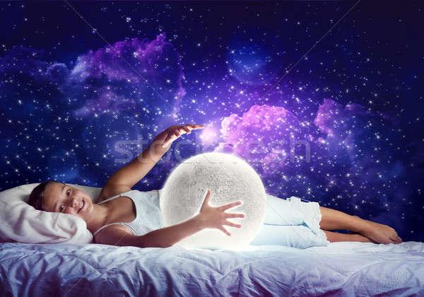 Kız uyku sevimli yatak bakıyor Stok fotoğraf © adam121