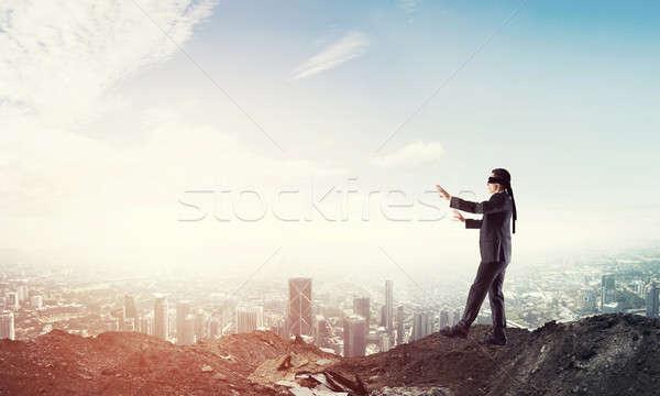 小さな ビジネスマン 徒歩 慎重に 景観 リスク ストックフォト © adam121
