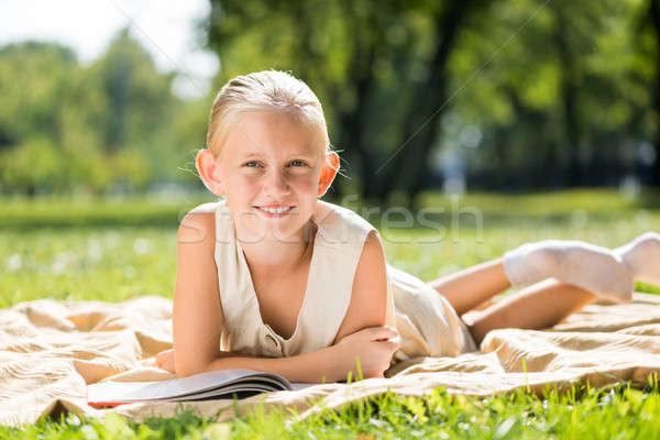 Zomer weekend park weinig cute meisje Stockfoto © adam121