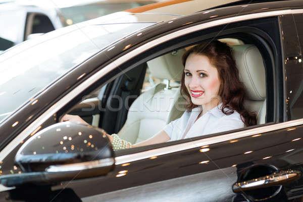 若い女性 新しい車 ショールーム 笑みを浮かべて 見える カメラ ストックフォト © adam121