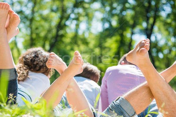 Hafta sonu park genç mutlu aile yalınayak aile Stok fotoğraf © adam121