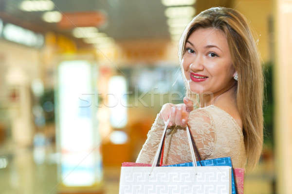 Portré gyönyörű nő vásárlás központ tart bevásárlótáskák Stock fotó © adam121