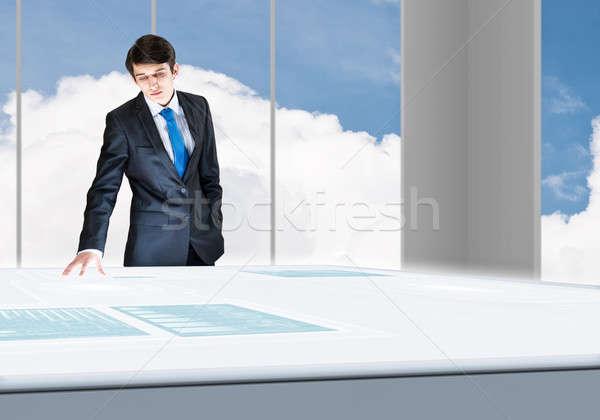 革新的な 技術 小さな ビジネスマン 見える ホログラム ストックフォト © adam121