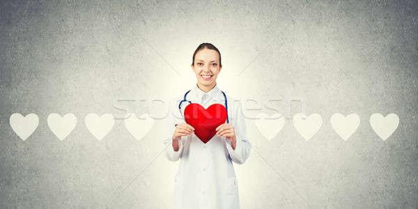 Sprawdzić serca młoda kobieta lekarza szary Zdjęcia stock © adam121