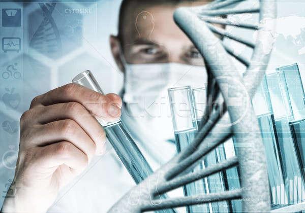 Jóvenes científico vidrio clínico Foto stock © adam121