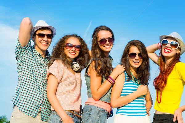 Stok fotoğraf: Grup · gençler · güneş · gözlüğü · şapka