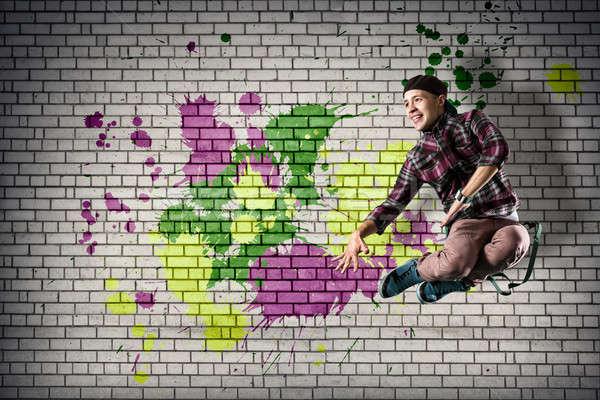 Stok fotoğraf: Genç · erkek · dansçı · atlama · arkasında · duvar