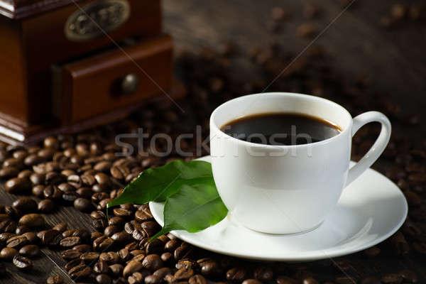 カップ ブラックコーヒー 緑の葉 コーヒー豆 周りに 芸術 ストックフォト © adam121