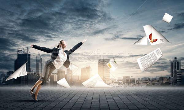 ストックフォト: ダンス · 女性実業家 · ジャンプ · 論文 · 飛行