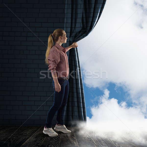 ストックフォト: 若い女性 · カーテン · 見える · 雲 · 画像 · 図書