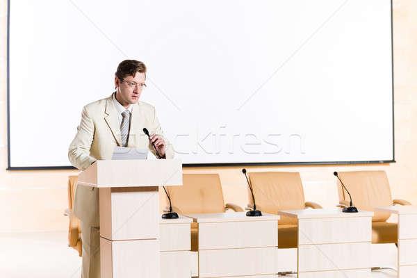 Erkek konuşmacı arkasında podyum sahne bakıyor Stok fotoğraf © adam121