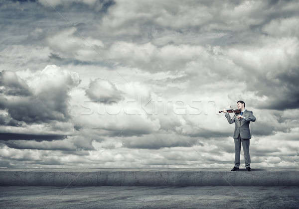 Homem violinista jovem empresário telhado topo Foto stock © adam121