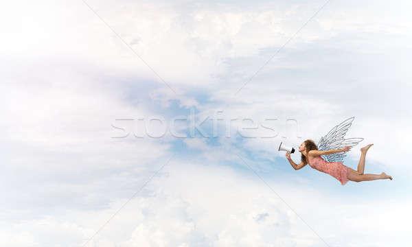 Gratis jonge vrouw megafoon vliegen hoog Stockfoto © adam121