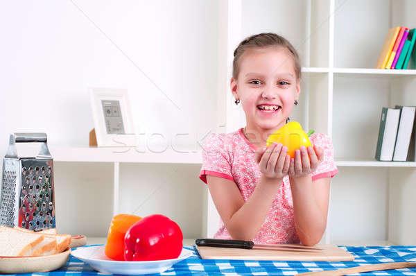 Stok fotoğraf: Kız · çalışma · mutfak · sebze · güzel