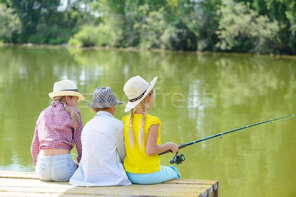 Estate pesca vista posteriore tre bambini seduta Foto d'archivio © adam121