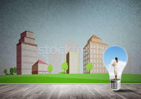 Kobieta interesu uwięzione żarówki wewnątrz żarówka miasta Zdjęcia stock © adam121