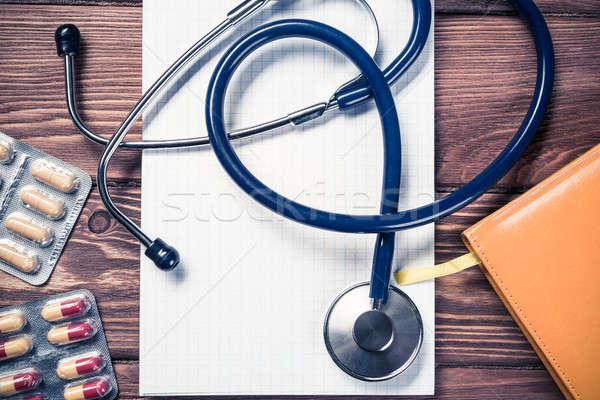 Işyeri doktor yakın görmek stetoskop ahşap Stok fotoğraf © adam121