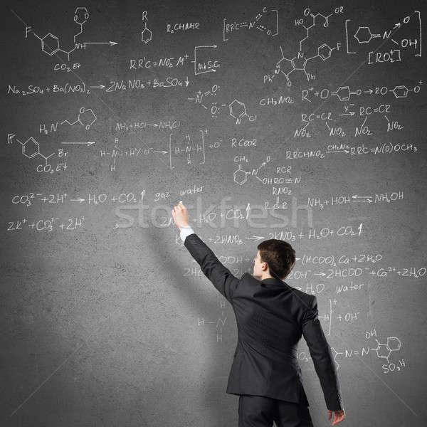 Científico escrito fórmulas pizarra joven traje Foto stock © adam121