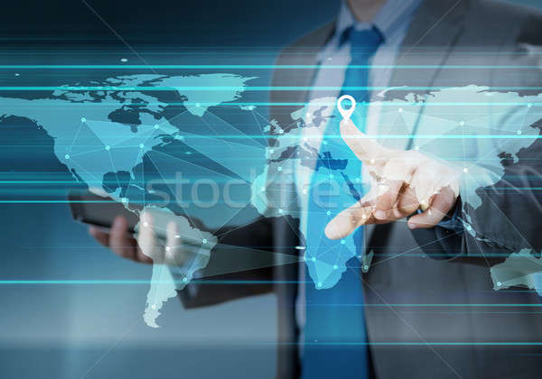 La nivel mondial interactiune mână reţea buton Imagine de stoc © adam121