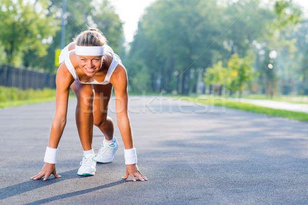 Sportowiec początku młoda kobieta runner zewnątrz stałego Zdjęcia stock © adam121